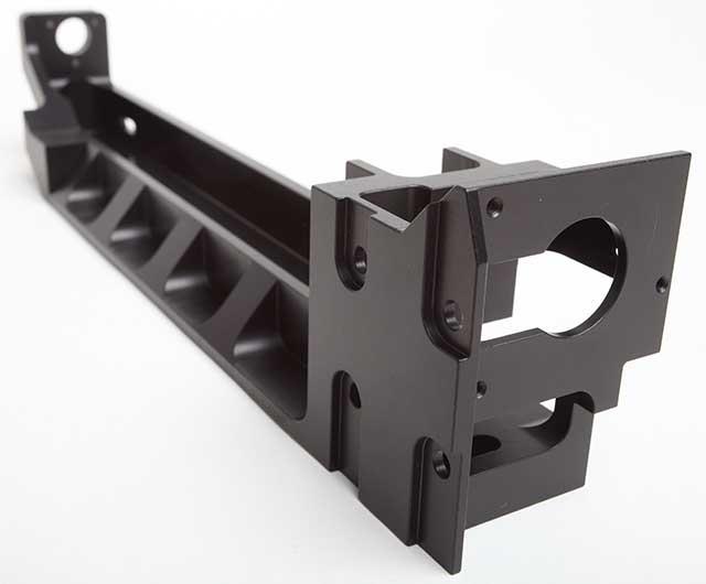 Präzisionsbauteil schwarz eloxiert CNC Zerspanungstechnik Welcker
